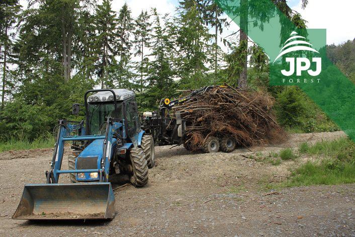 Malotraktor BCS a vyvážečka Vahva Jussi 1500_400 pre obecné lesy