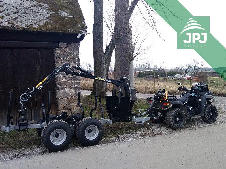 Pracovné štvorkolka Journeyman a vyvážečka Vahva Jussi 2000 + _400 sa 4WD pohonom kolies a hydraulickým navijakom