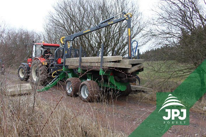 Profesionálne vyvážacie vlek FARMA CT 7-10 G2 a traktor Zetor