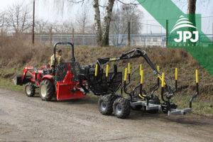 Vyvážečka Vahva Jussi 2000_320 s malotraktorom pre prácu v obecných lesoch