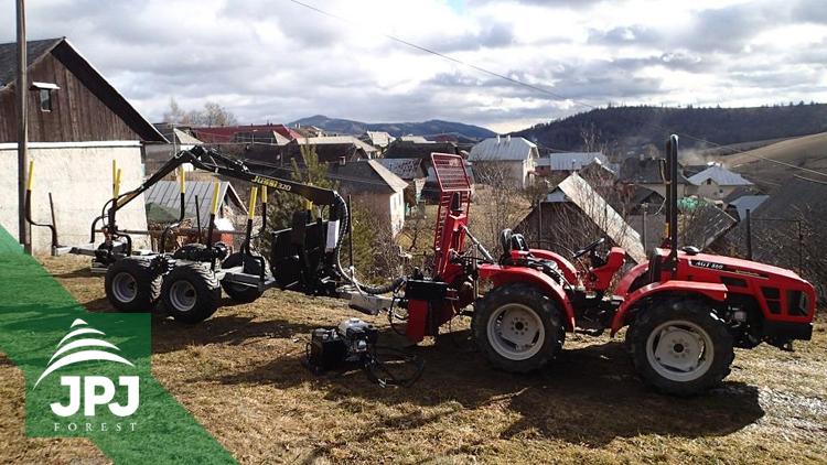 Vyvážecí vlek Vahva Jussi 2000+_320 a malotraktor AGT