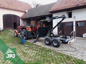 Vyvážacie vlek Vahva Jussi 3000_420 a traktor Zetor