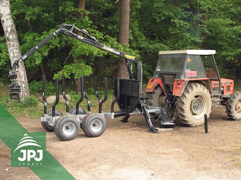 Traktorová vyvážačka Vahva Jussi 3000_420 za traktorom Zetor
