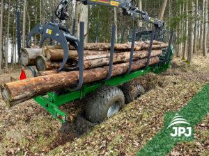 Vyvážačka dreva Farma s nosnosťou 17 t
